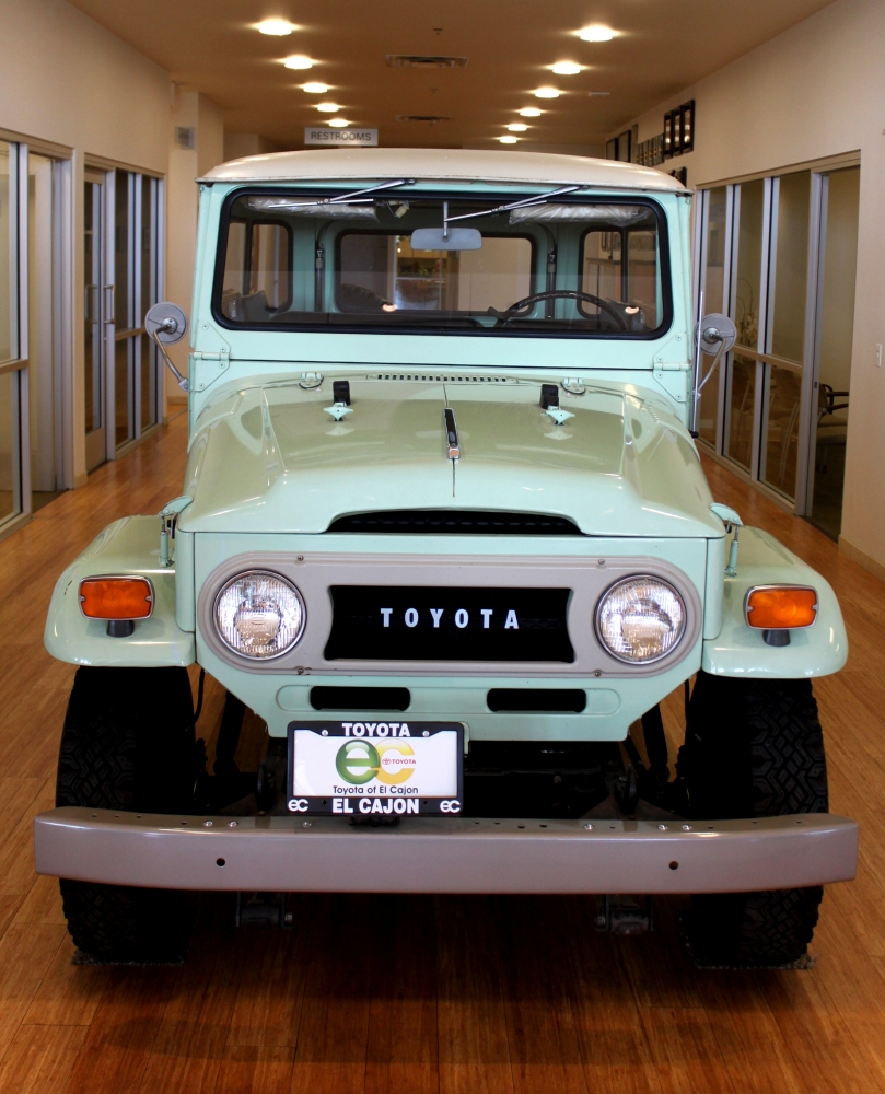 The 1970 Land Cruiser FJ40 (2/6)