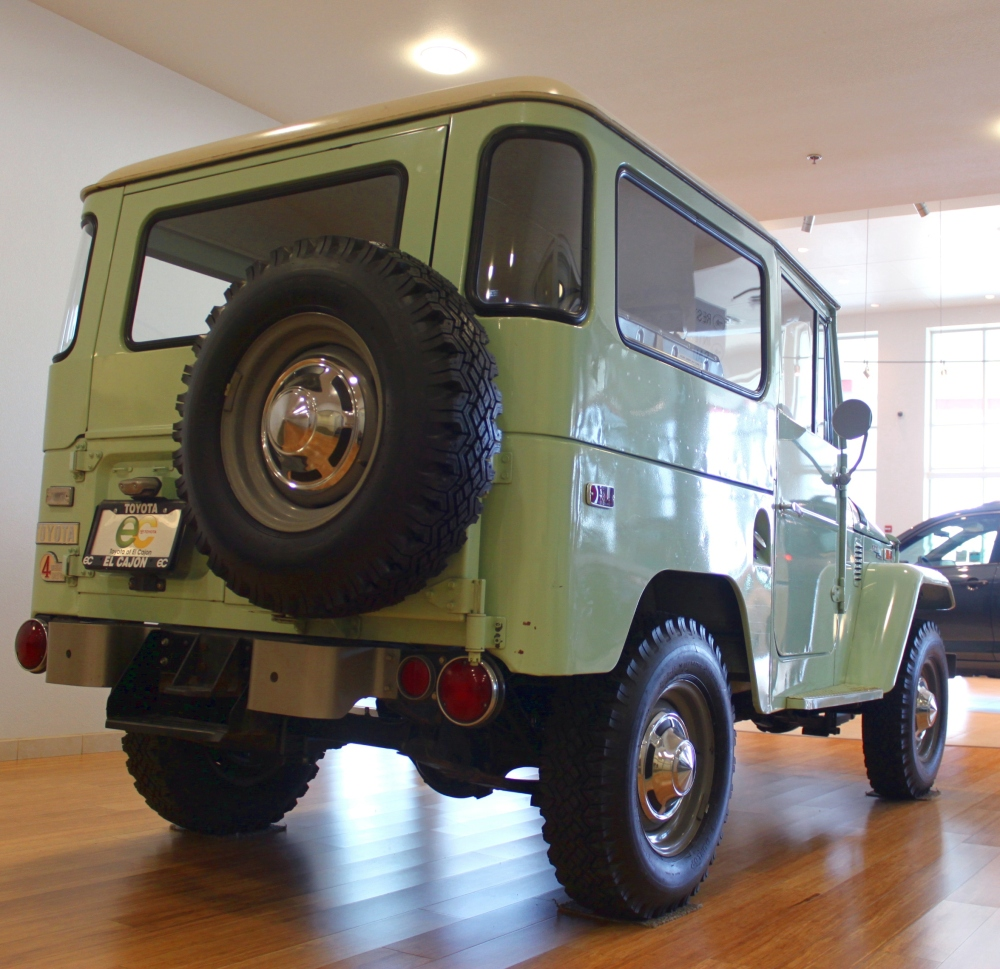 The 1970 Land Cruiser FJ40 (3/6)